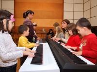 Да учим пиано заедно